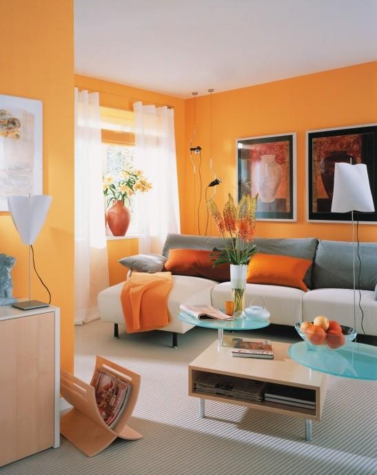 Warna oranye di dalam rumah