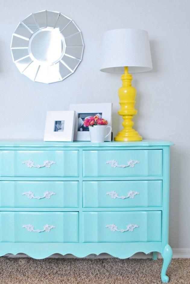 Perabot dengan warna primer